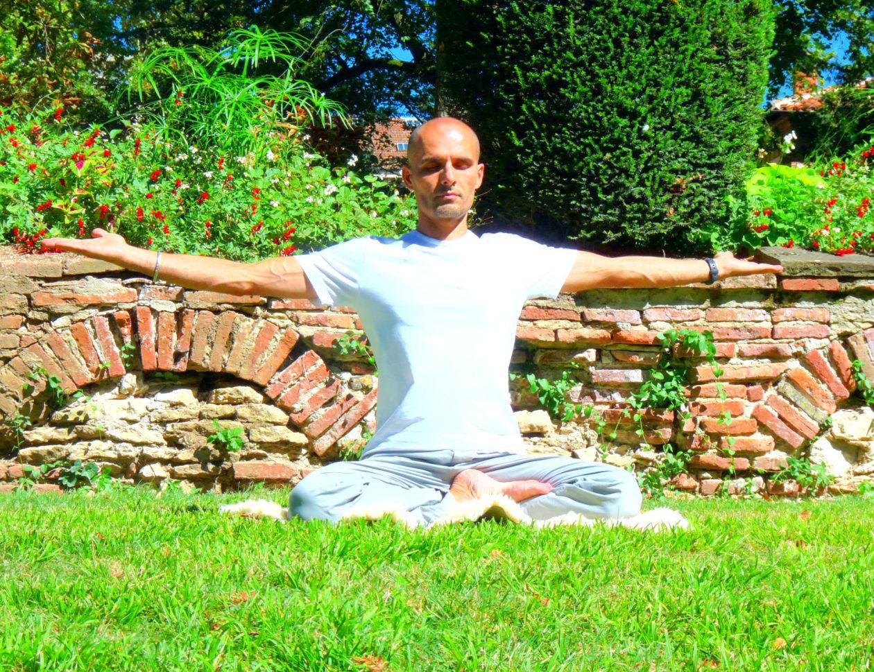 Cours de kundalini yoga cet été animés par Xavier LABRÈCHE 1